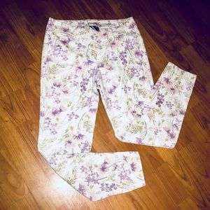 Old Navy 2 White Purple Floral Skinny Pixie Pant